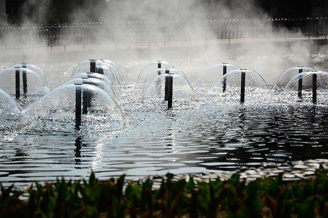 Zimmerbrunnen mit Nebel und Vernebler als Luftbefeuchter